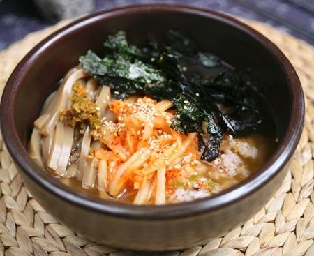 묵말이국밥